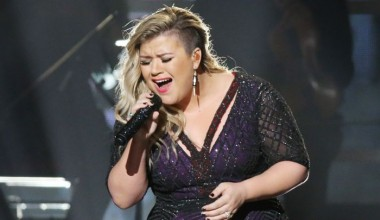 Kelly Clarkson Cancels All Remaining 2015 Tour Dates